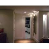 orçamento de porta pivotante branca laqueada Luz