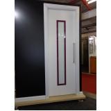 porta branca pivotante Grajau