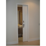 porta de correr madeira para sala Chácara Flora