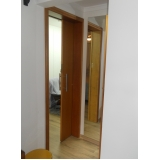 porta de correr madeira quarto Chácara do Piqueri