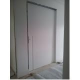 porta de madeira de correr para quarto Aclimação