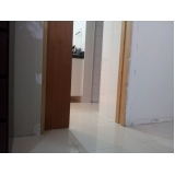 porta de madeira maciça pivotante Vila Andrade