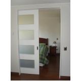 porta pivotante branca com vidro Santa Efigênia