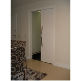 porta pivotante branca madeira Alto de Pinheiros