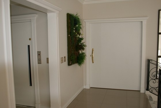 Orçamento de Porta Pivotante Branca de Madeira Vila Pompeia - Porta Pivotante Branca