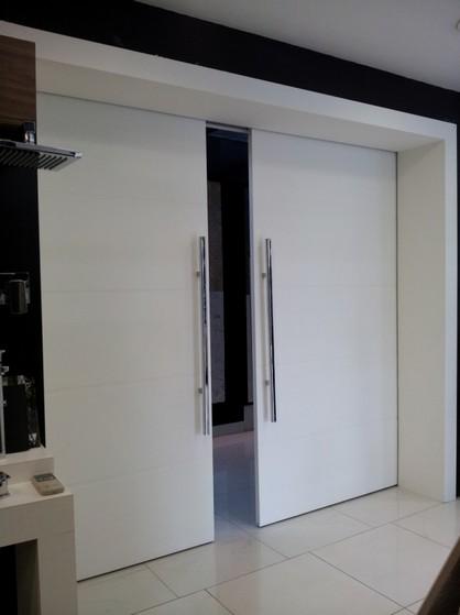 Porta Pivotante Branca em Madeira São Miguel Paulista - Porta Pivotante Branca
