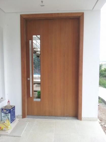 Porta Pivotante Sala em Madeira Consolação - Porta Pivotante Sala