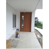 empresa de porta pivotante madeira maciça Jardim Guedala