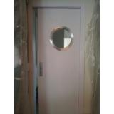 onde encontrar porta pivotante branca com vidro Pinheiros