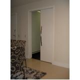 porta pivotante branca madeira Santa Cruz