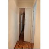 porta pivotante branca madeira